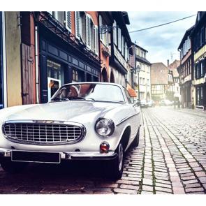 Белый ретро автомобиль