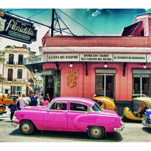 Розовый ретро автомобиль