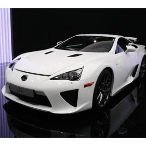 Белый японский спорткар