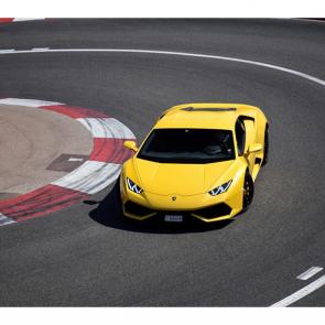Желтый Lamborghini