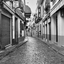 Черно-белая улица