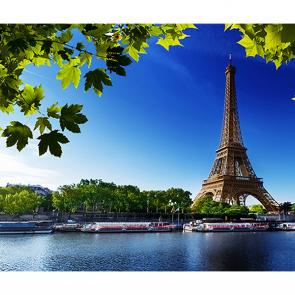 Эйфелева башня через реку Сену