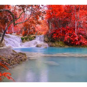 Водопад и красная листва