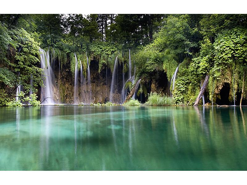 Озеро с водопадом 1415