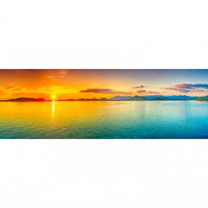Панорама заката над морем