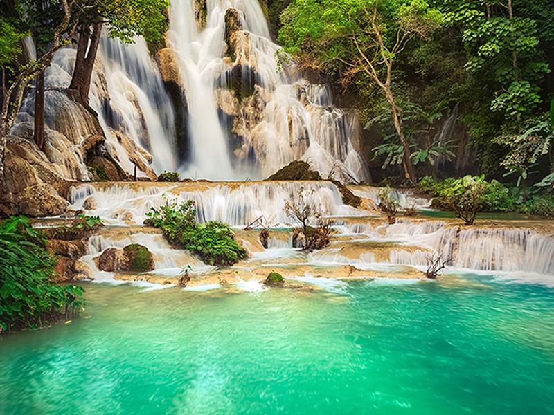 Водопад на голубом озере 1321
