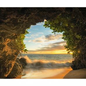 Пещера на берегу