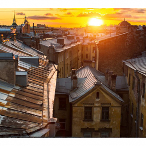 Крыши домов на закате