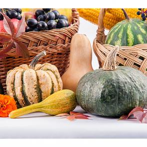 Сезонные фрукты 222485818