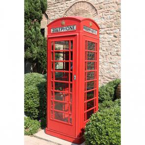 Телефонная будка на улице