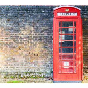 Телефонная будка у стены