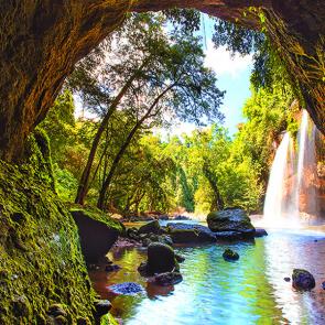 Водопад возле пещеры