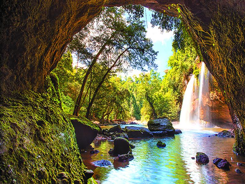 Водопад возле пещеры 1859