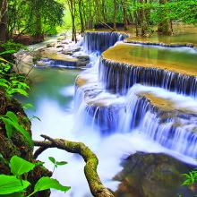 Водопад в глубине джунглей