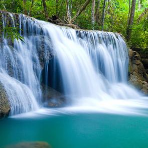 Водопад с горной реки